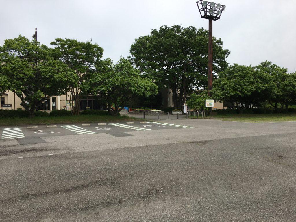 広く止めやすい駐車場