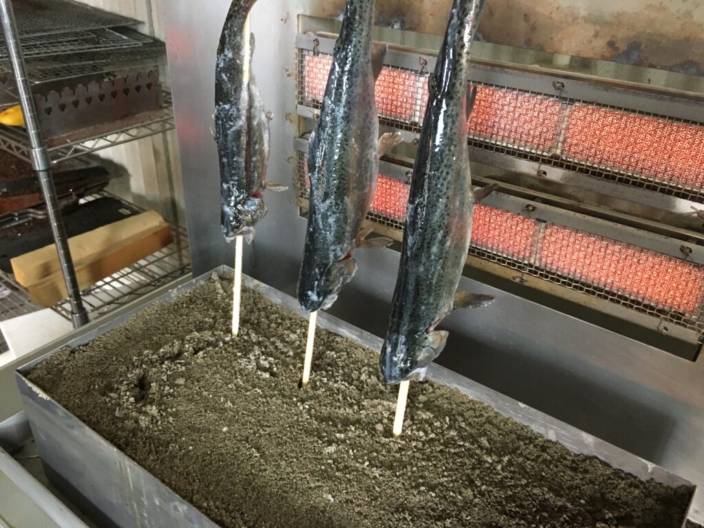 管釣りフェスってなんだ ユッケ グリーン ミホミ キングフィッシャー ロブルアー しもきん ブロガー 貧乏釣り部 塩焼き トライアングルレインボー ファミリーフィッシング 体験型イベント ニジマス ユッケ杯 ADB タナハシ製作所 インバイト