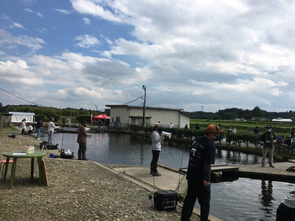管釣りフェスってなんだ ユッケ グリーン 貧乏釣り部員五時レンジャー rob バベル ミホミ しもきん インバイト シンエイファクトリー ADB タナハシ製作所 キングフィッシャー 塩焼き ファミリーフィッシング トライアングルレインボー ブロガーブース