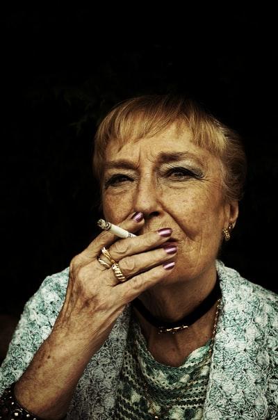 管釣り 愛煙家 喫煙所 健康志向 健康増進法 朝霞ガーデン 加熱式たばこ 電子タバコ 紙たばこ くわえたばこ マナー ルール 受動喫煙 副流煙